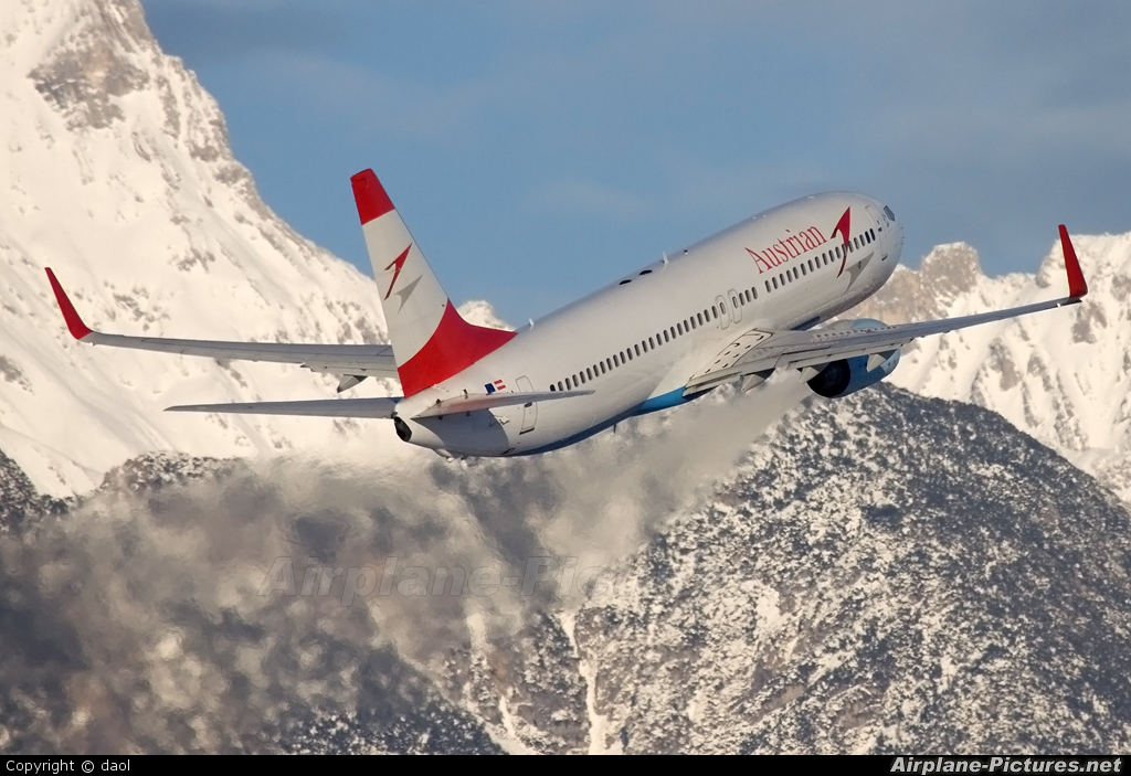 Austrian Airlines/Arrows/Tyrolean OE-LNS aircraft at Innsbruck