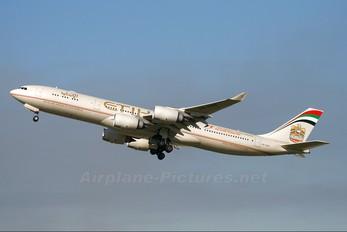 A6-EHB - Etihad Airways Airbus A340-500