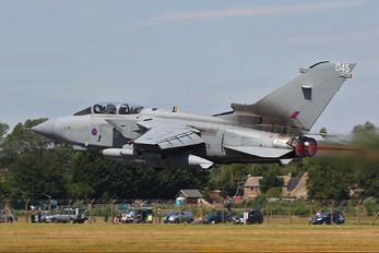 ZA553 - Royal Air Force Panavia Tornado GR.4 / 4A