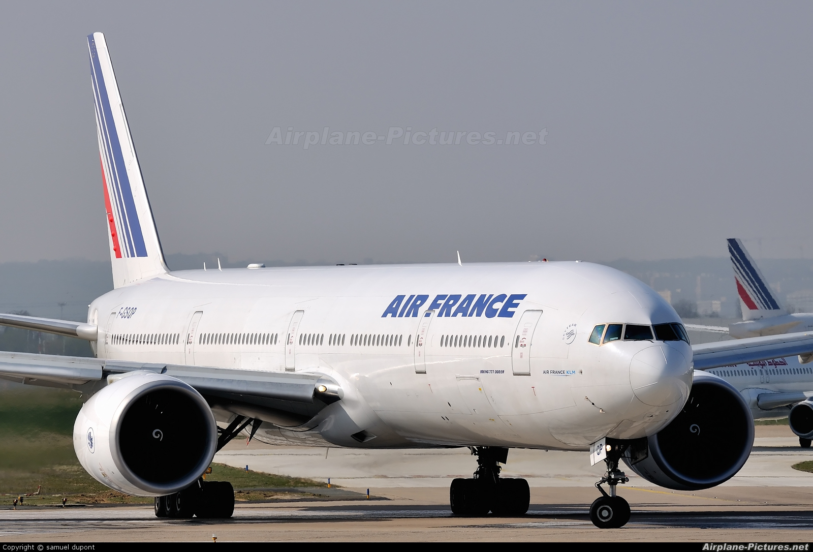 F gsqp air france boeing 777 300er at paris orly for Interieur boeing 777 300er air france