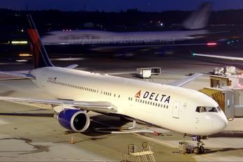 N177DZ - Delta Air Lines Boeing 767-300ER