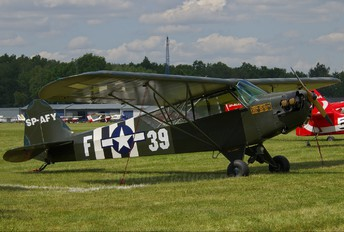 SP-AFY - Private Piper J3 Cub