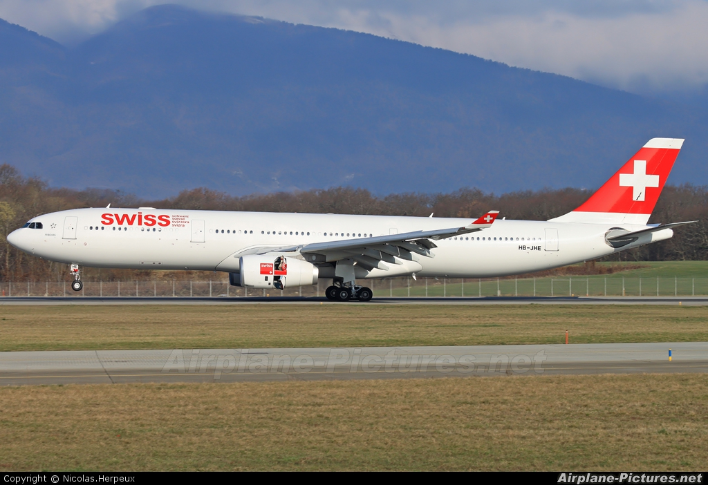 Swiss HB-JHE aircraft at Geneva Intl