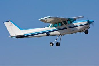 N5526R - Private Cessna 172 RG Skyhawk / Cutlass