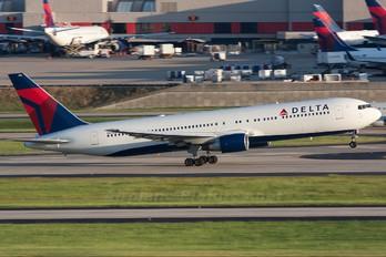 N128DL - Delta Air Lines Boeing 767-300