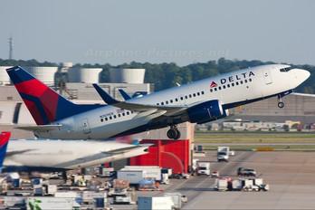 N309DE - Delta Air Lines Boeing 737-700
