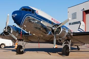 N44V - Private Douglas DC-3