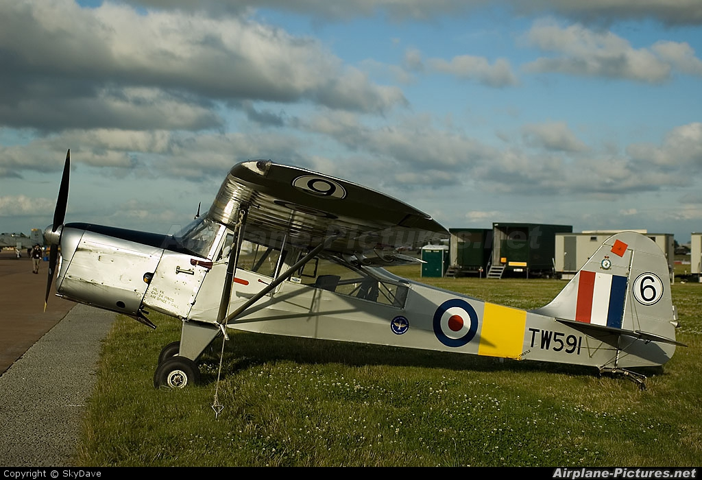 Private G-ARIH aircraft at Fairford
