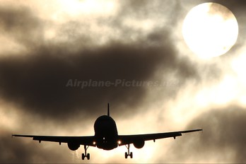 G-EZIE - easyJet Airbus A319
