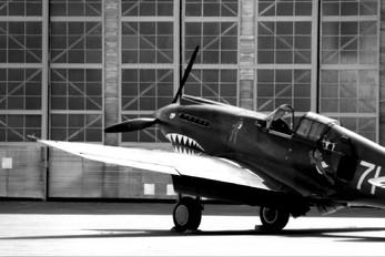 NX2689 - Private Curtiss P-40B Warhawk