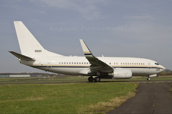 166695 - USA - Navy Boeing C-40A Clipper