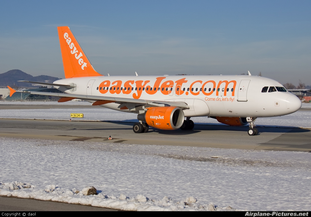 easyJet G-EZIW aircraft at Salzburg