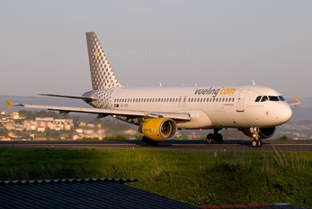 EC-HTD - Vueling Airlines Airbus A320