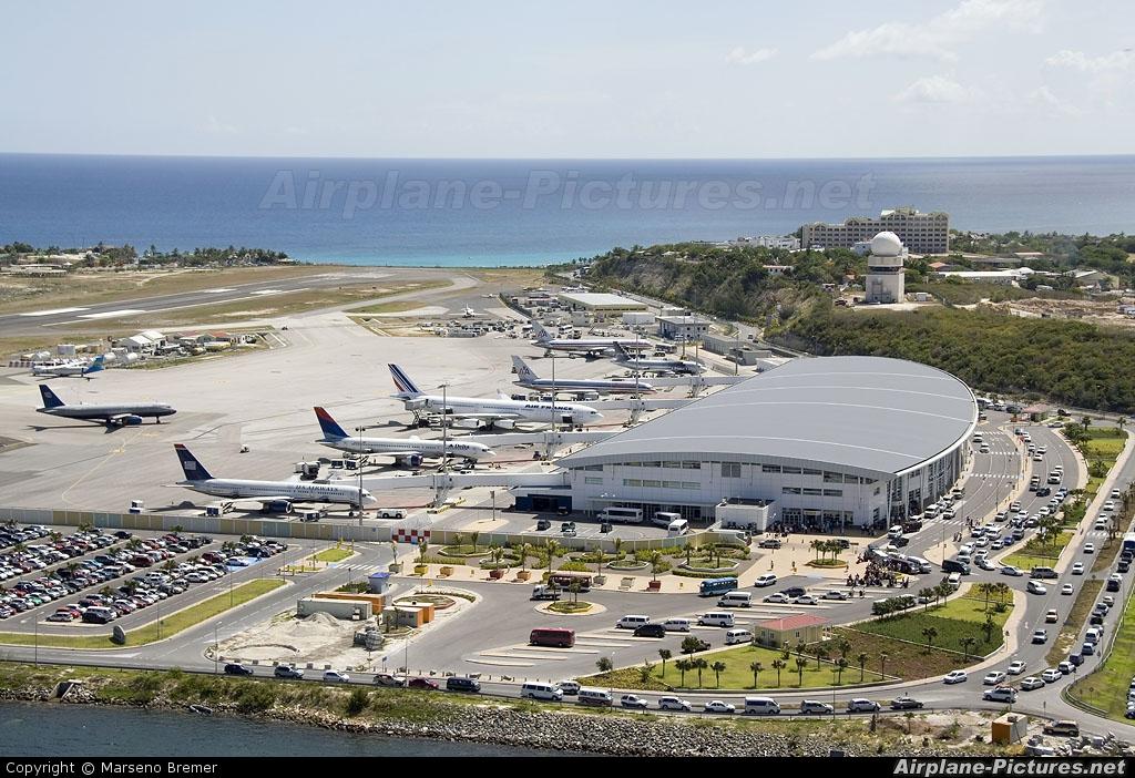 - Airport Overview - aircraft at Sint Maarten - Princess Juliana Intl