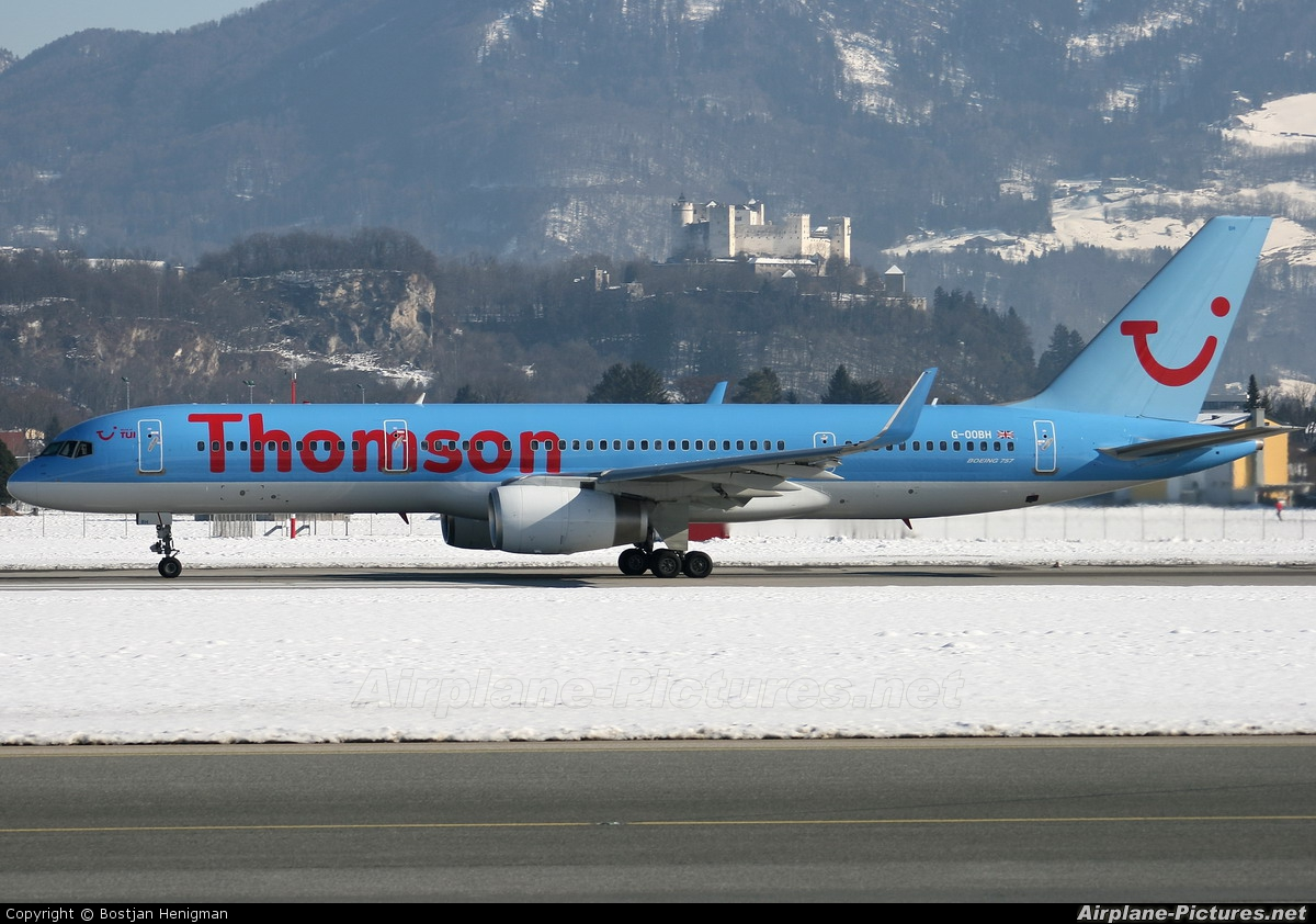 Thomson/Thomsonfly G-OOBH aircraft at Salzburg