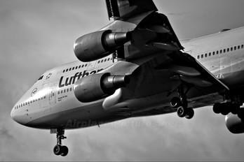 D-ABVB - Lufthansa Boeing 747-400