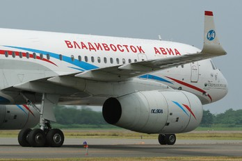 RA-64040 - Vladivostok Avia Tupolev Tu-204