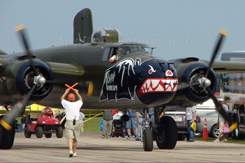 N5672V - Private North American B-25J Mitchell