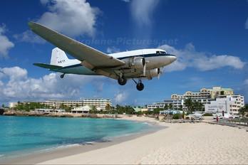 N87T - Private Douglas DC-3