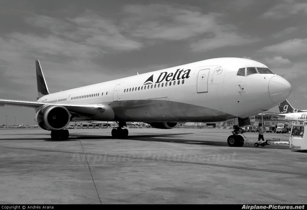 Delta Air Lines N845MH aircraft at Barcelona - El Prat