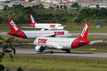 PR-MYJ - TAM Airbus A320