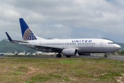 First 737-700 in the new United Airlines livery title=