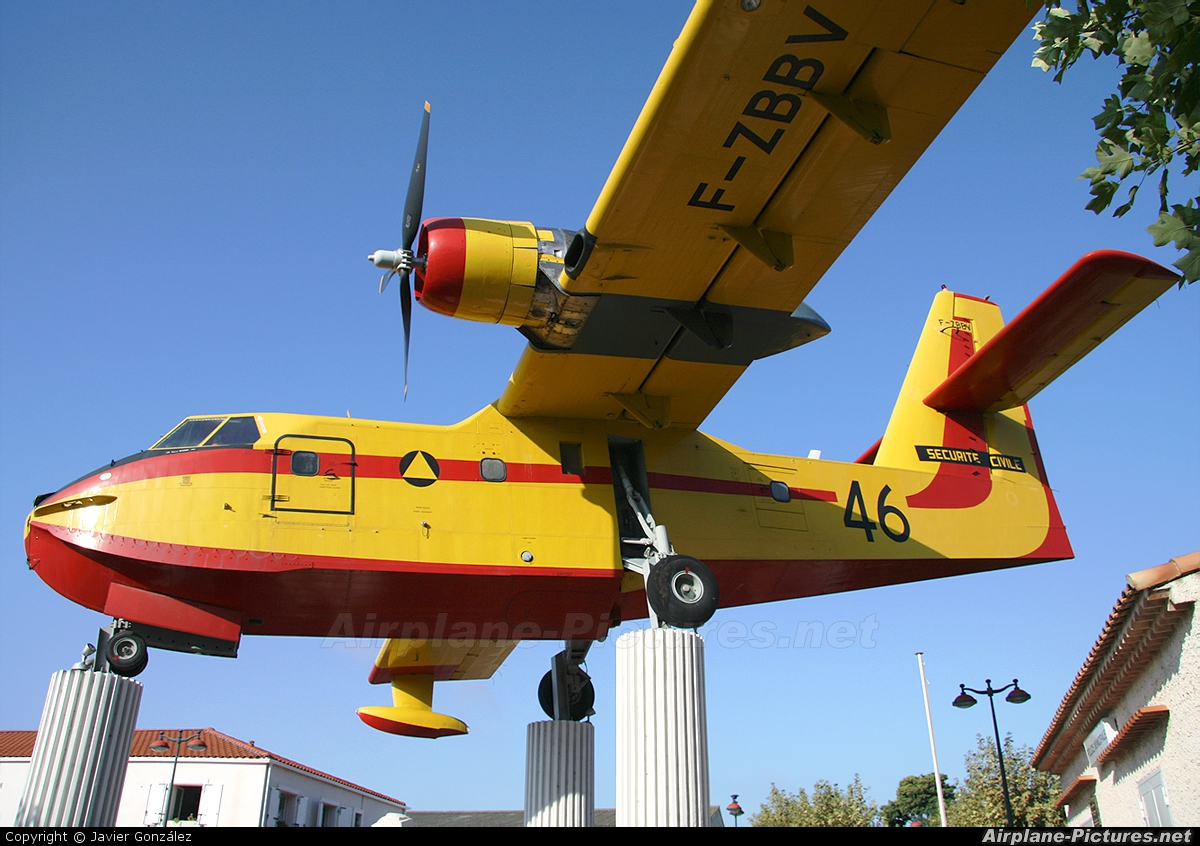 ZC2810 Zenith 1//500 avion 46 hydravion canadair F-ZBBV CL-215 securite civile