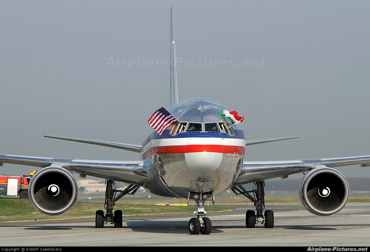 American Airlines N368AA aircraft at Budapest Ferenc Liszt International Airport