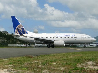 N13716 - Continental Airlines Boeing 737-700
