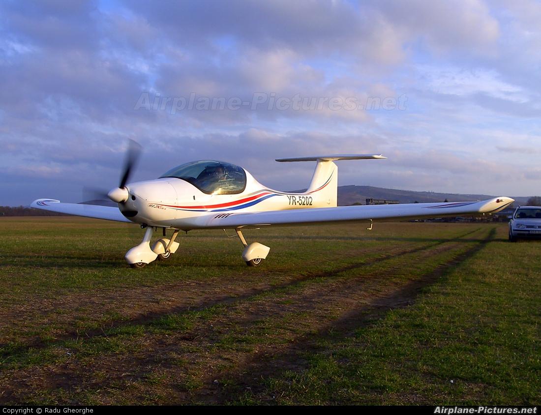 Private YR-5202 aircraft at Iasi-South