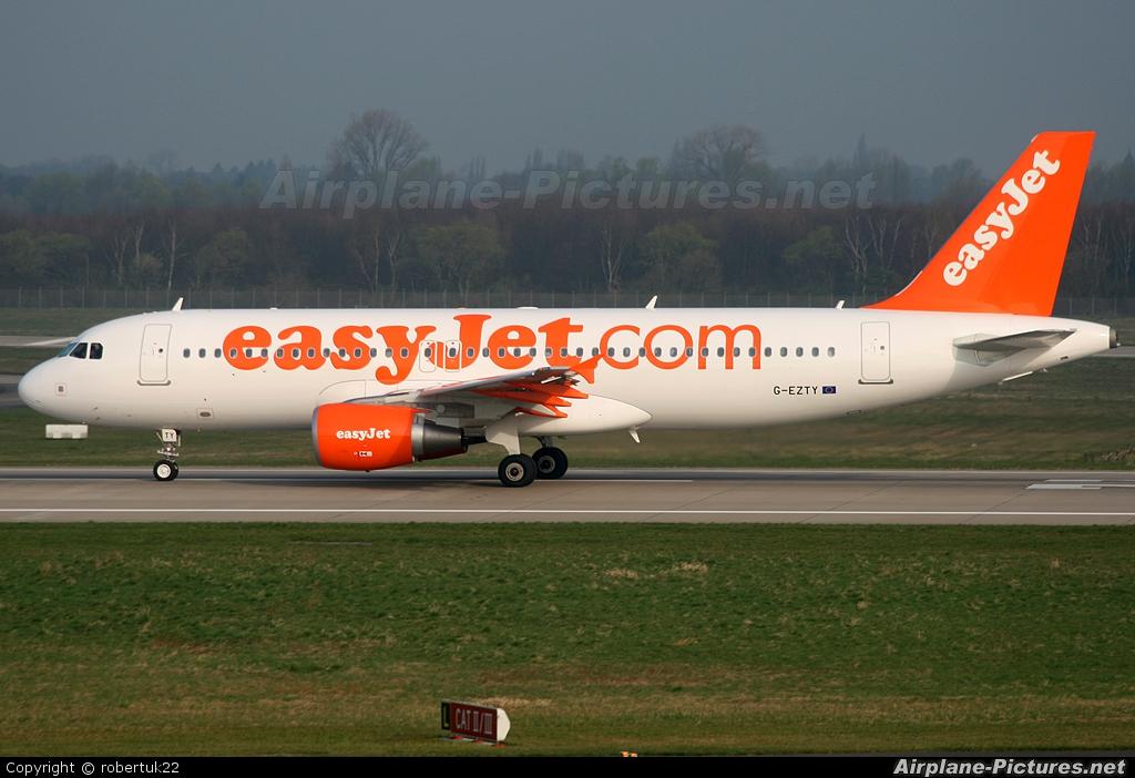 easyJet G-EZTY aircraft at Düsseldorf
