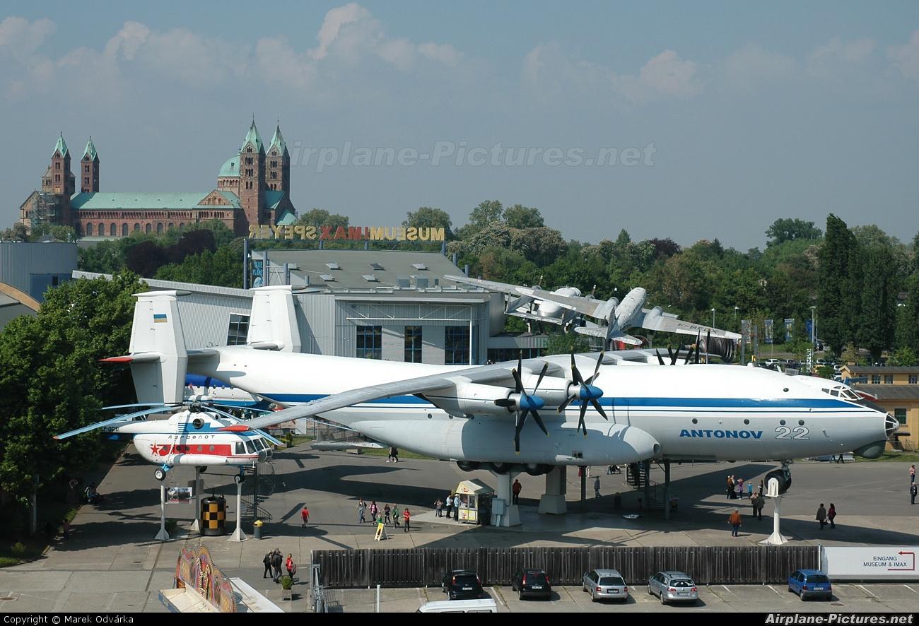 Antonov Airlines /  Design Bureau UR-64460 aircraft at Speyer, Technikmuseum