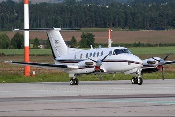 G-CLOW - Private Beechcraft 200 King Air