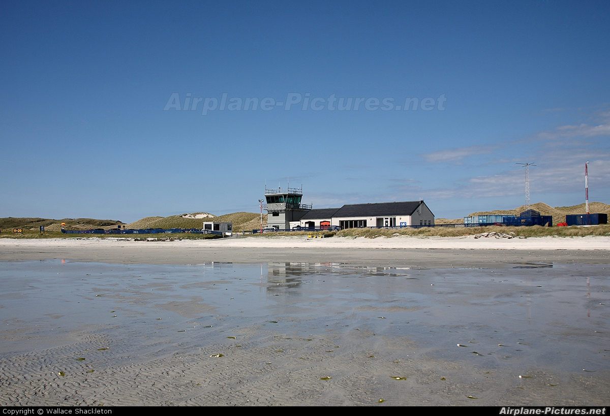 - Airport Overview - aircraft at Barra