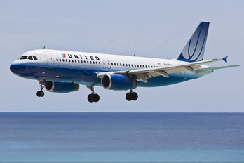N493UA - United Airlines Airbus A320