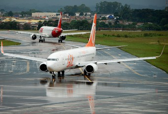 PR-GIE - GOL Transportes Aéreos  Boeing 737-800