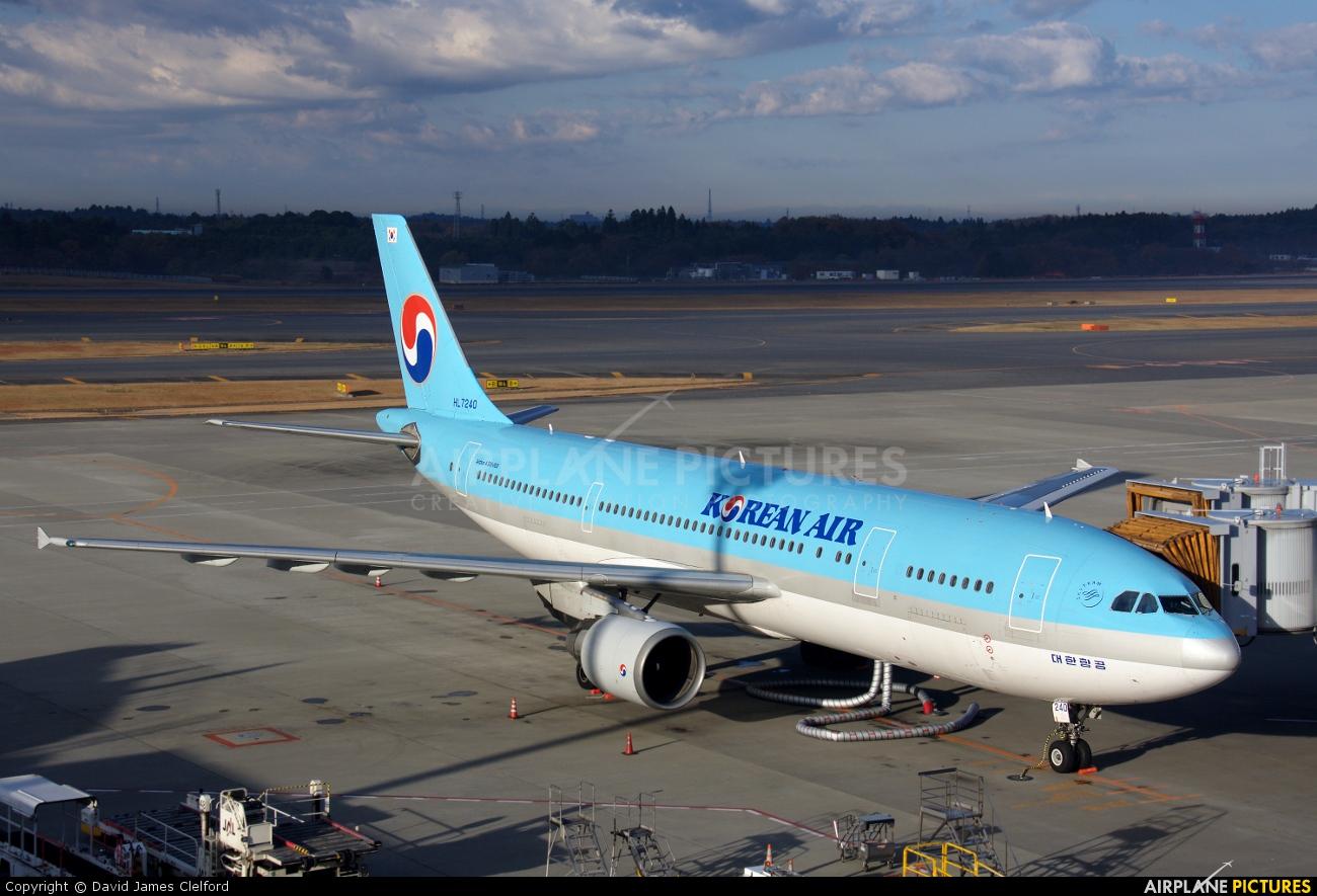 Korean Air HL7240 aircraft at Tokyo - Narita Intl