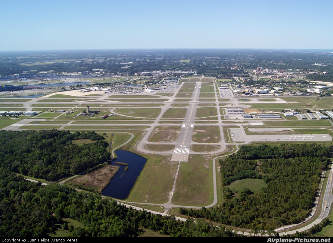 - Airport Overview - aircraft at Daytona Beach Intl