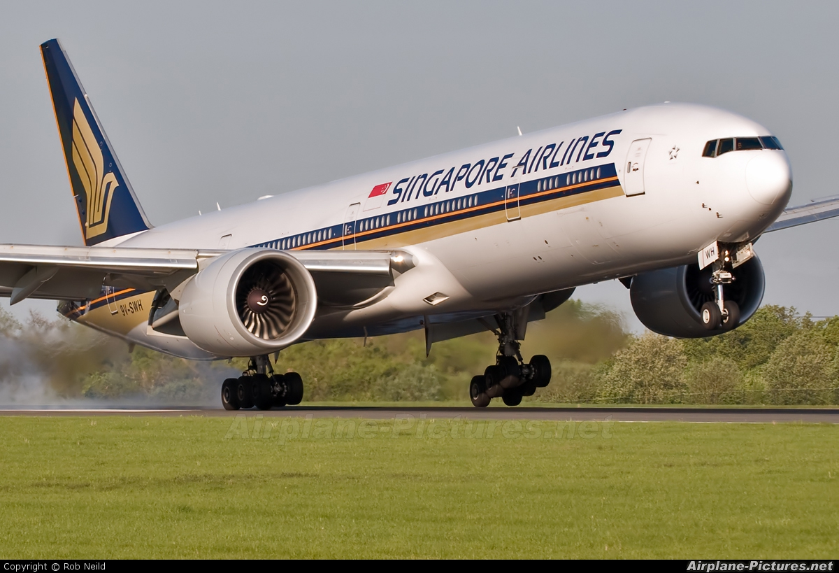 Singapore Airlines 9V-SWH aircraft at Manchester
