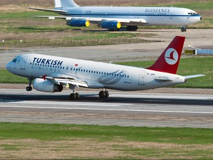 TC-JPH - Turkish Airlines Airbus A320