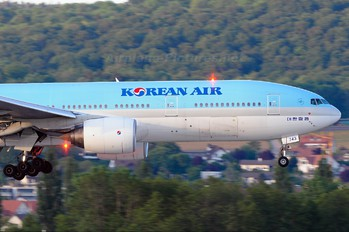 HL7743 - Korean Air Boeing 777-200ER