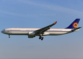 CS-TMT - Belgium - Air Force Airbus A330-300