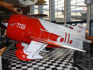 NR2100 - Private Gee Bee R1