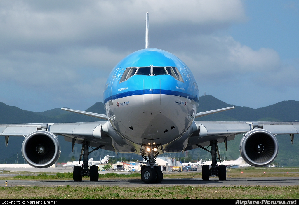 KLM PH-KCB aircraft at Sint Maarten - Princess Juliana Intl