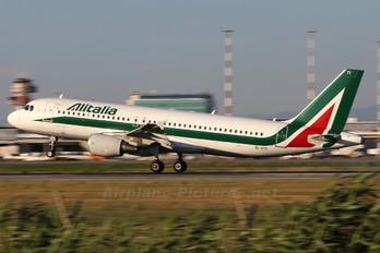 EI-DTI - Alitalia Airbus A320