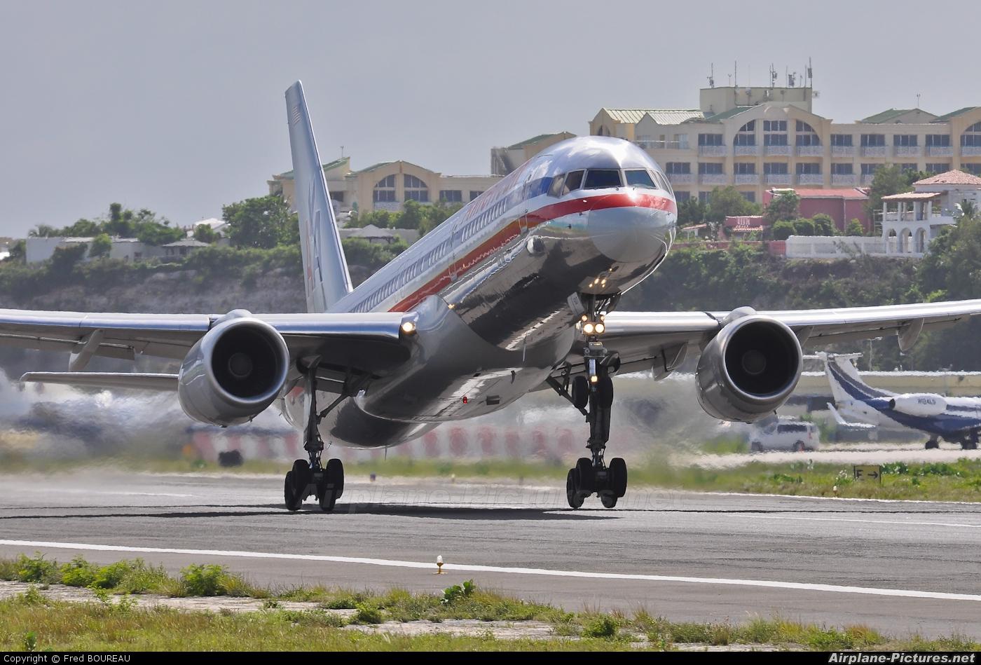 American Airlines N699AN aircraft at Sint Maarten - Princess Juliana Intl