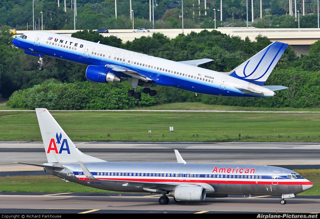 United Airlines N552UA aircraft at Tampa Intl