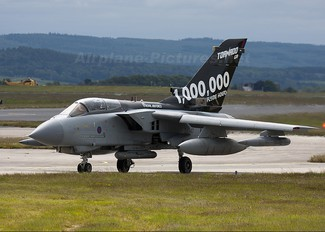 ZA547 - Royal Air Force Panavia Tornado GR.4 / 4A