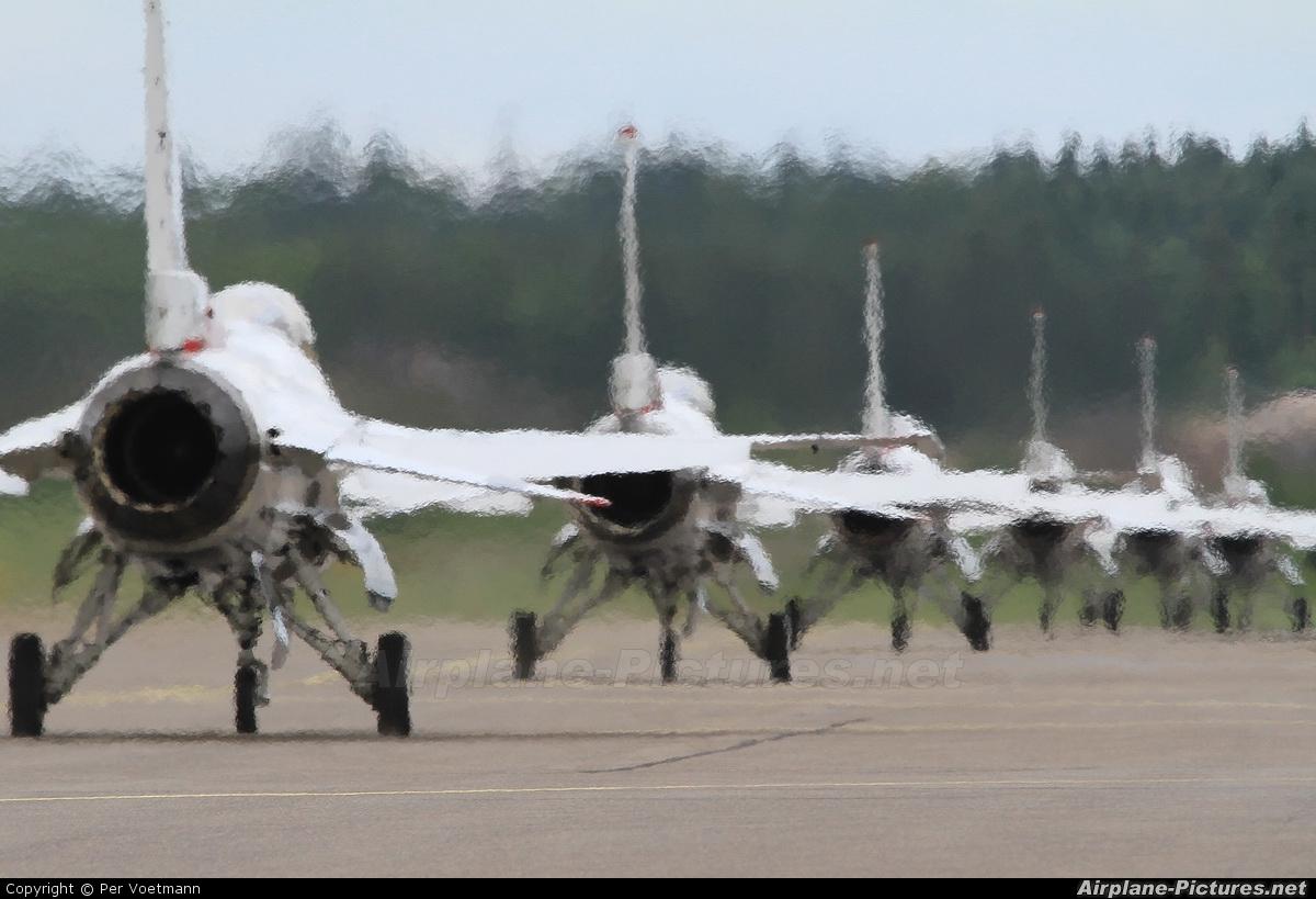 USA - Air Force : Thunderbirds 87-0303 aircraft at Turku