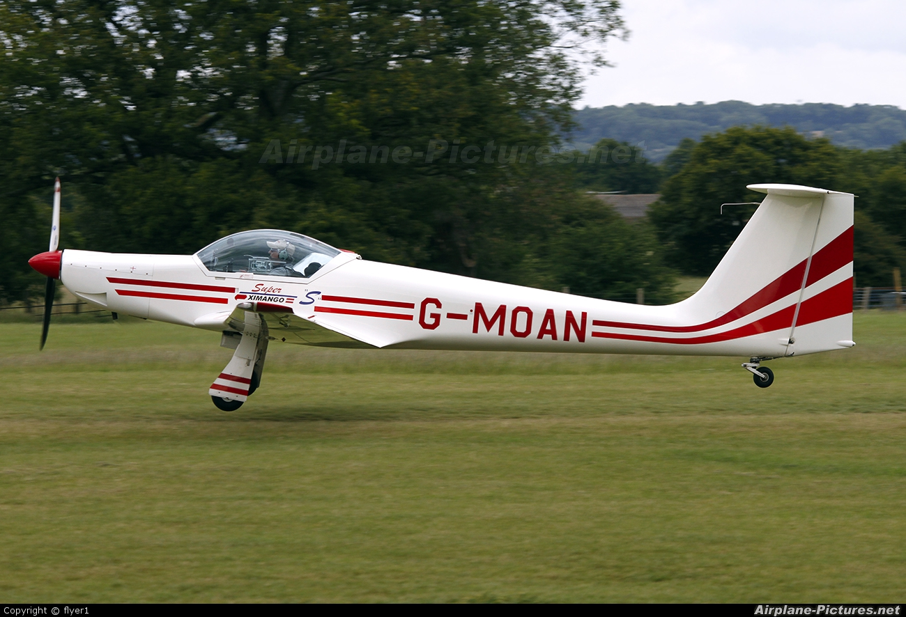 Private G-MOAN aircraft at Lashenden / Headcorn